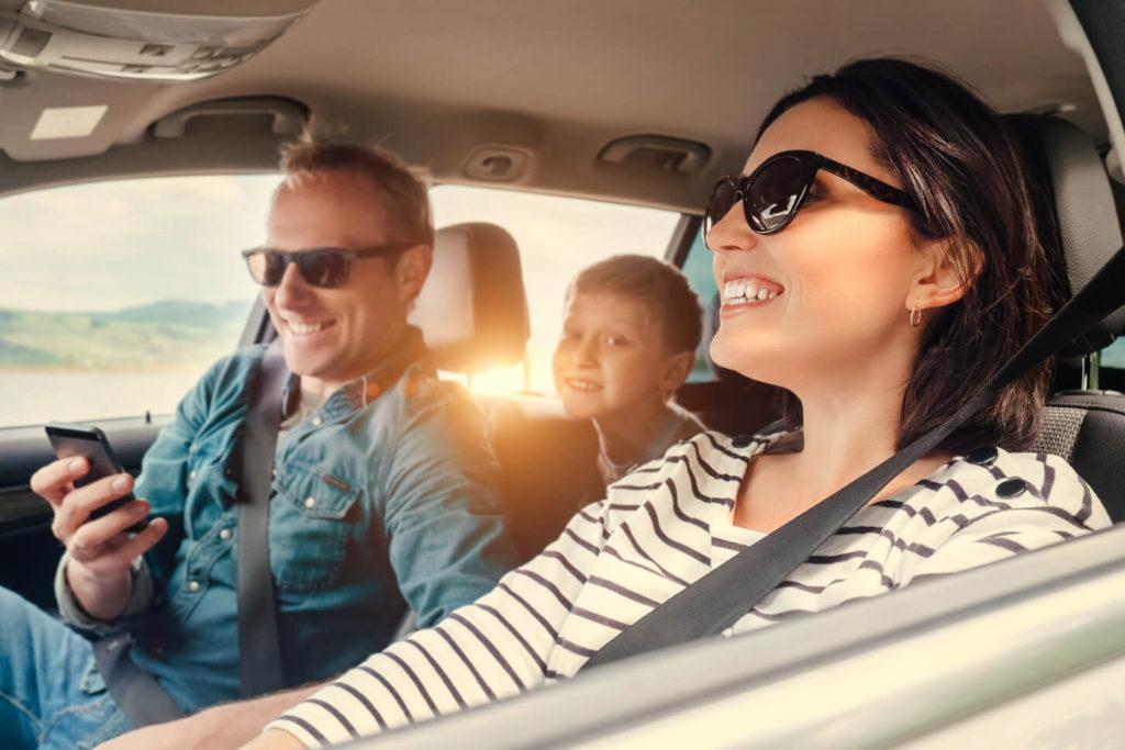 Familia en vehículo
